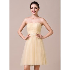 A-Line/Princess Sweetheart Knee-Length Tulle Lace Bridesmaid Dress With Ruffle