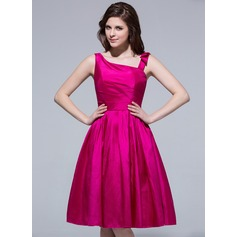 A-Line/Princess Knee-Length Taffeta Bridesmaid Dress With Ruffle Beading