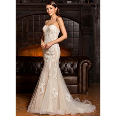Trumpet/Mermaid Sweetheart Sweep Train Tulle Wedding Dress With Appliques Lace