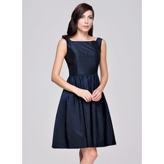 A-Line/Princess Square Neckline Knee-Length Taffeta Bridesmaid Dress With Ruffle