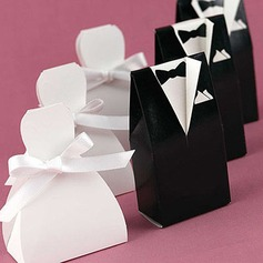 Bride & Groom Favor Boxes With Ribbons