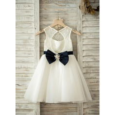 A-Line/Princess Knee-length Flower Girl Dress - Tulle/Lace Sleeveless Scoop Neck With Sash/Bow(s)/Rhinestone/Back Hole
