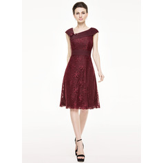 A-Line/Princess Knee-Length Lace Cocktail Dress With Ruffle Beading Flower(s) Sequins