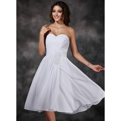 A-Line/Princess Sweetheart Knee-Length Chiffon Homecoming Dress With Ruffle Beading