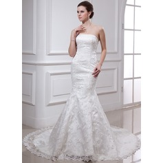 Trumpet/Mermaid Strapless Chapel Train Lace Wedding Dress With Beading