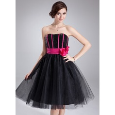 A-Line/Princess Sweetheart Knee-Length Tulle Sequined Homecoming Dress With Ruffle Sash Flower(s)