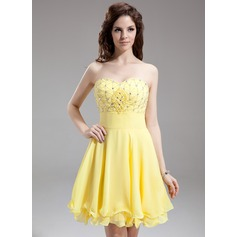 A-Line/Princess Sweetheart Knee-Length Chiffon Homecoming Dress With Ruffle Beading Sequins