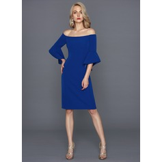 Linjeform Off-the-Shoulder Knelengde Satin Cocktailkjole (016124582)