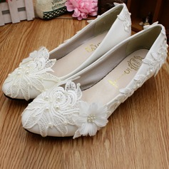 Women's Lace Leatherette Low Heel Closed Toe With Imitation Pearl Applique