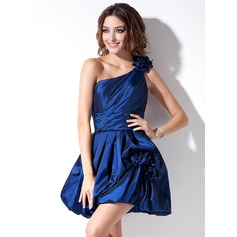 A-Line/Princess One-Shoulder Short/Mini Taffeta Homecoming Dress With Ruffle Flower(s)