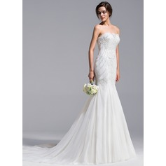 Trumpet/Mermaid Strapless Chapel Train Tulle Wedding Dress With Appliques Lace