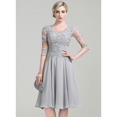 A-Line Scoop Neck Knee-Length Chiffon Mother of the Bride Dress With Ruffle Appliques Lace (267253151)