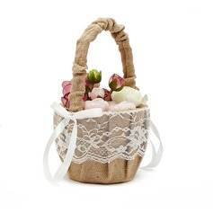 Pretty Flower Basket in Linen With Lace (102052736)