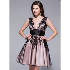 A-Line/Princess V-neck Short/Mini Charmeuse Tulle Homecoming Dress With Appliques Lace