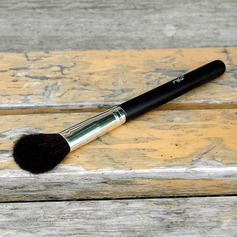 Natural Goat Hair Shadow Brush With Baking Varnish Wooden Handle