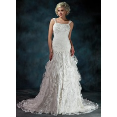 A-Line/Princess Sweetheart Chapel Train Lace Wedding Dress With Ruffle Beading