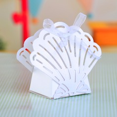 Sweet Scalloped Favor Boxes With Ribbons