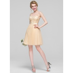 A-Line/Princess V-neck Knee-Length Tulle Cocktail Dress With Beading Sequins