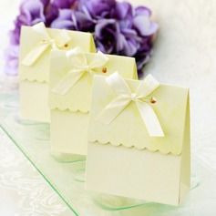 Sweet Scalloped Favor Box