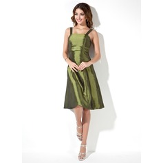 A-Line/Princess Square Neckline Knee-Length Taffeta Bridesmaid Dress