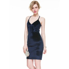 Sheath/Column V-neck Short/Mini Velvet Cocktail Dress With Lace
