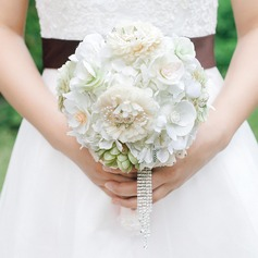 Simple And Elegant Round Tulle/Fabric Bridal Bouquets