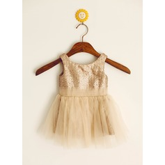 A-Line/Princess Knee-length Flower Girl Dress - Tulle/Sequined Sleeveless Scoop Neck