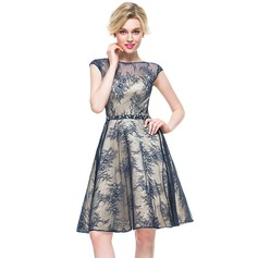 A-Line/Princess Scoop Neck Knee-Length Lace Cocktail Dress With Beading