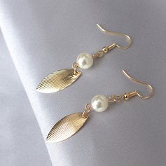 Chic Alloy Imitation Pearls With Imitation Pearl Ladies' Fashion Earrings