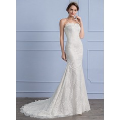 Trumpet/Mermaid Sweetheart Court Train Lace Wedding Dress
