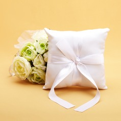 Ring Pillow in Satin With Pearl