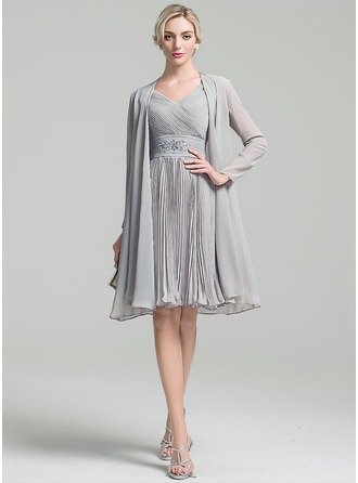 A-Line/Princess V-neck Knee-Length Chiffon Mother of the Bride Dress With Ruffle Beading Pleated