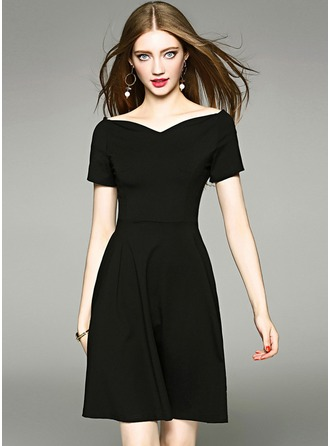 A-Line/Princess Off-the-Shoulder Knee-Length Cocktail Dress