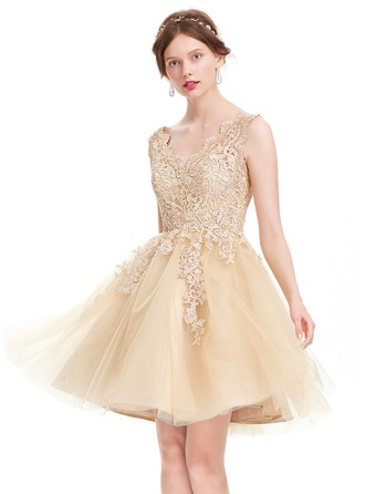 A-Line/Princess V-neck Knee-Length Tulle Prom Dress