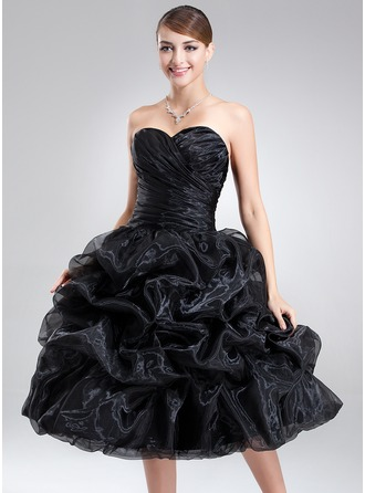 A-Line/Princess Sweetheart Knee-Length Organza Homecoming Dress With Ruffle