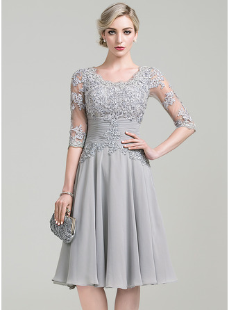 A-Line/Princess Scoop Neck Knee-Length Chiffon Cocktail Dress With Ruffle Appliques Lace