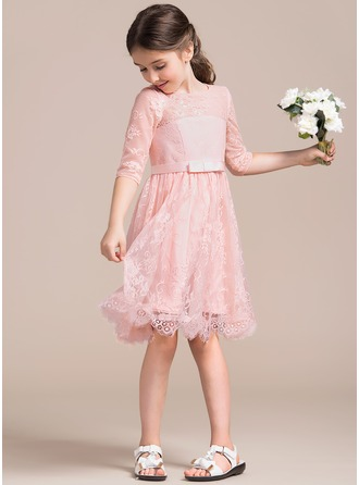 A-Line/Princess Scoop Neck Knee-Length Lace Junior Bridesmaid Dress With Bow(s)