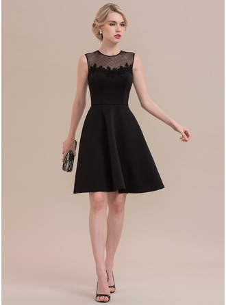 A-Line/Princess Scoop Neck Knee-Length Jersey Homecoming Dress With Lace