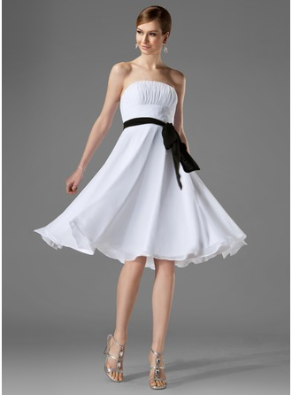 A-Line/Princess Strapless Knee-Length Chiffon Bridesmaid Dress With Ruffle Sash Bow(s)
