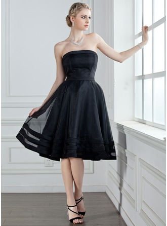 A-Line/Princess Strapless Knee-Length Organza Bridesmaid Dress