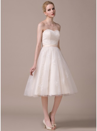 A-Line/Princess Sweetheart Knee-Length Tulle Lace Wedding Dress With Ruffle