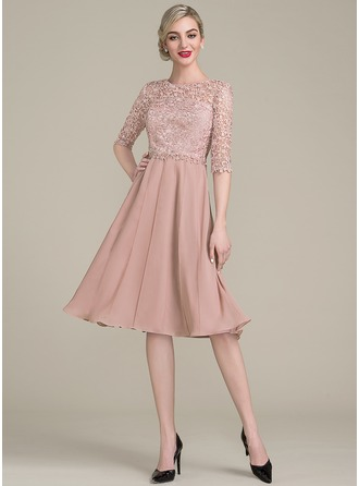 A-Line/Princess Scoop Neck Knee-Length Chiffon Lace Cocktail Dress