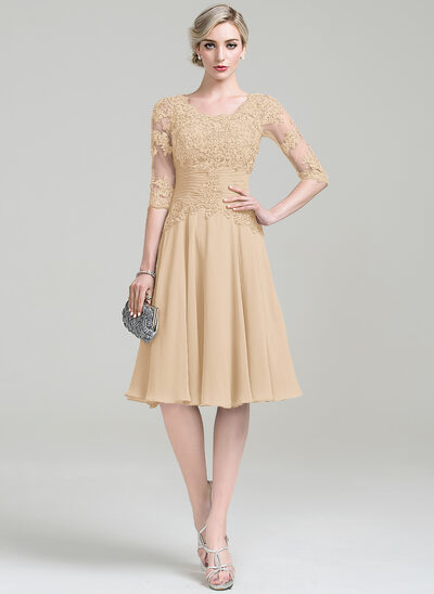 A-Line/Princess Scoop Neck Knee-Length Chiffon Mother of the Bride Dress With Ruffle Appliques Lace