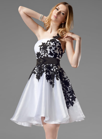 A-Line/Princess One-Shoulder Short/Mini Organza Homecoming Dress With Lace Sash Beading