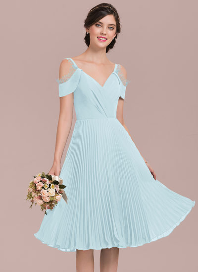 A-Line V-neck Knee-Length Chiffon Bridesmaid Dress With Lace Pleated