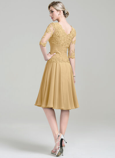 A-Line Scoop Neck Knee-Length Chiffon Cocktail Dress With Ruffle Appliques Lace