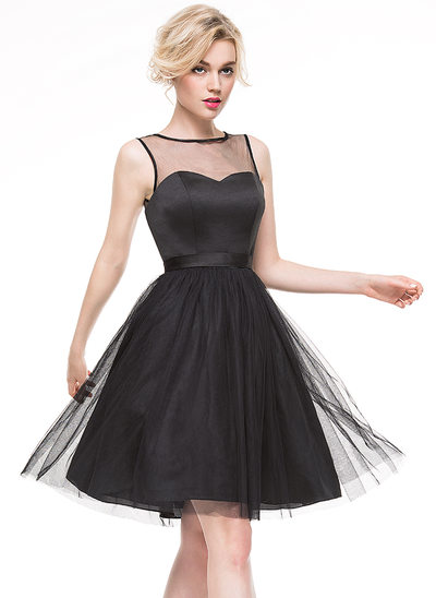 A-Line/Princess Scoop Neck Knee-Length Cocktail Dress With Bow(s)