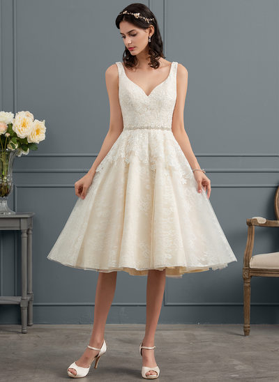 A-Line/Princess V-neck Knee-Length Tulle Lace Wedding Dress With Beading