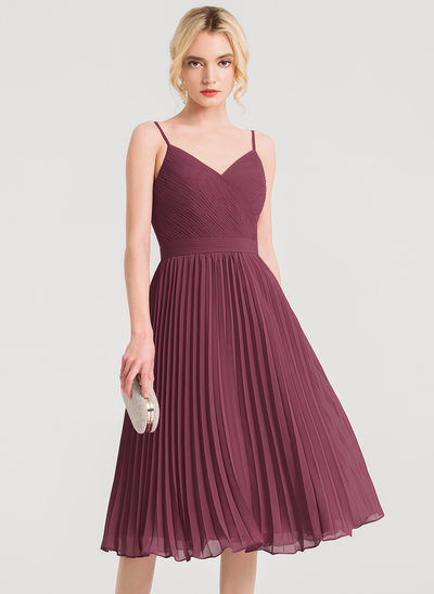 A-Line/Princess V-neck Knee-Length Chiffon Cocktail Dress With Pleated