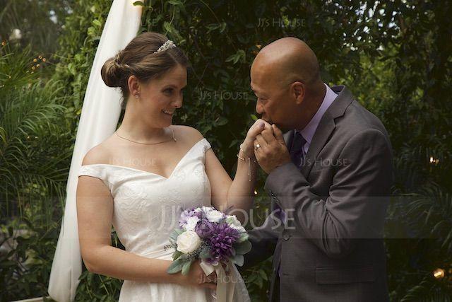Coupe Évasée Hors-la-épaule Asymétrique Dentelle Robe de mariée avec À ruban(s) (002145321)